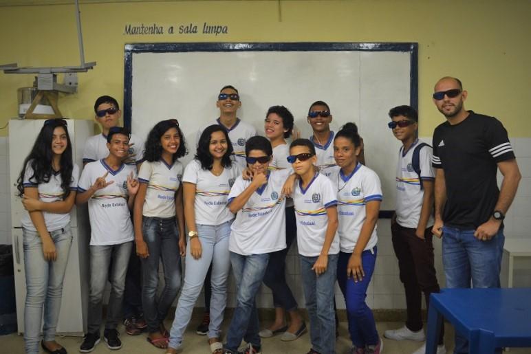 Alunos da Escola Maria da Conceição do Rego Barros Lacerda nas aulas interativas do Cine Astronomia em 3D - 22 de setembro de 2017 - AstroPE.