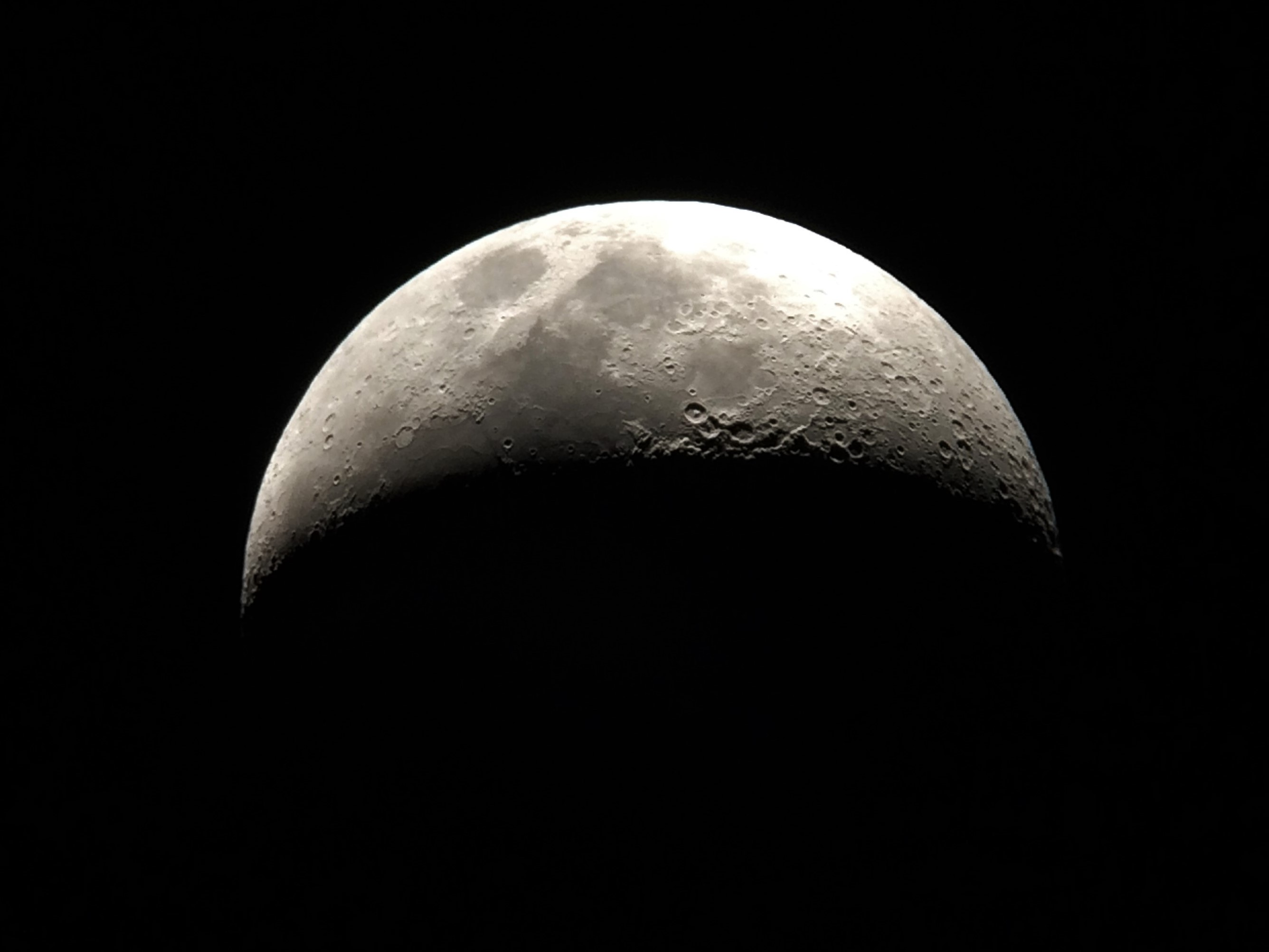 Lua Crescente registrada pelo professor James Solon na observação prática - Escola Paroquial Nossa Senhora de Fátima - 25 de outubro de 2017 - AstroPE.
