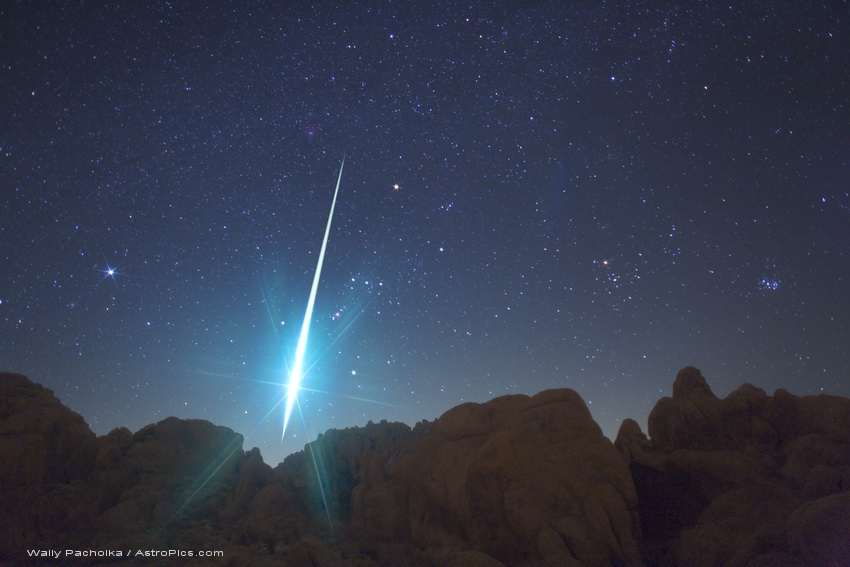 Fireball (bola de fogo) sobre o Deserto de Mojave, EUA em 2009 - Crédito: Wally Pacholka.